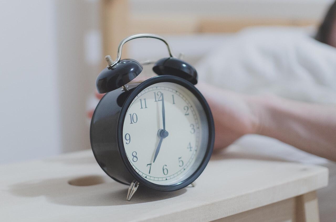 как просыпаться без будильника